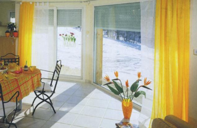 En hiver, les volets ont aussi un rôle à jouer dans l'isolation de la maison.