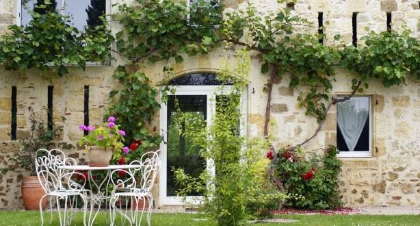 Le charme d'une maison en pierre, côté jardin