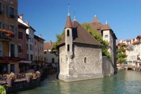 Annecy - Palais de l'Ile - couleurs de la ville - Fotolia