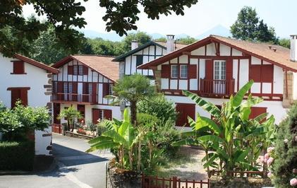 Volets le guide des couleurs par r gion dans le sud ouest - Maison volet rouge basque ...