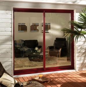 L'ouverture coulissante est souvent proposée pour les baies vitrées.