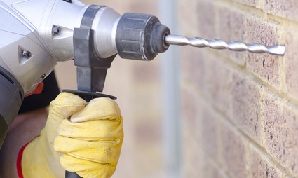 Dans quels cas faut-il prévenir ses voisins quand on prévoit des travaux sur ses volets et ses fenêtres ?
