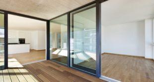 Baies coulissantes aluminium : solidité et esthétique