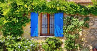 Harmoniser les couleurs des volets avec la façade et l'environnement