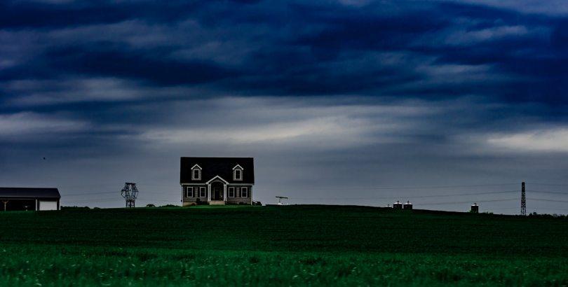 Qui paie la réparation des volets et fenêtres après une tempête ?