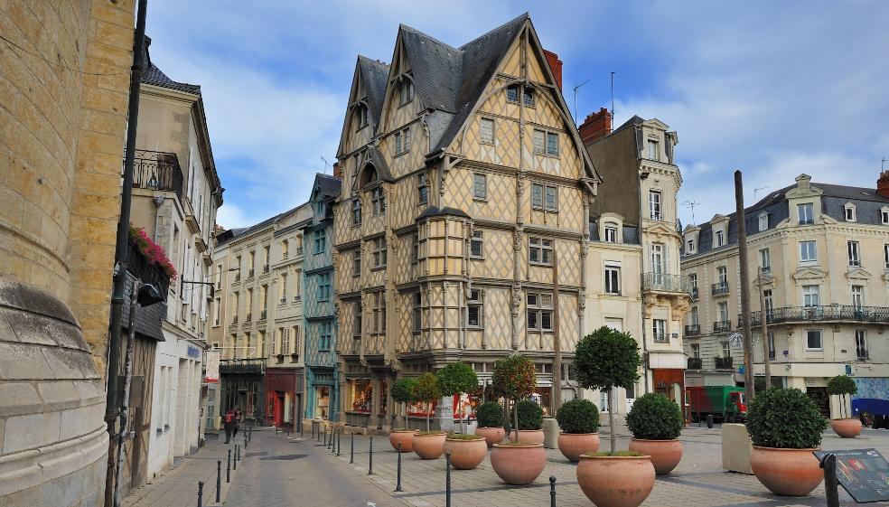 A Angers, les matériaux traditionnels influencent les couleurs des volets