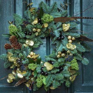 Comment décorer portes et fenêtres à Noël ?