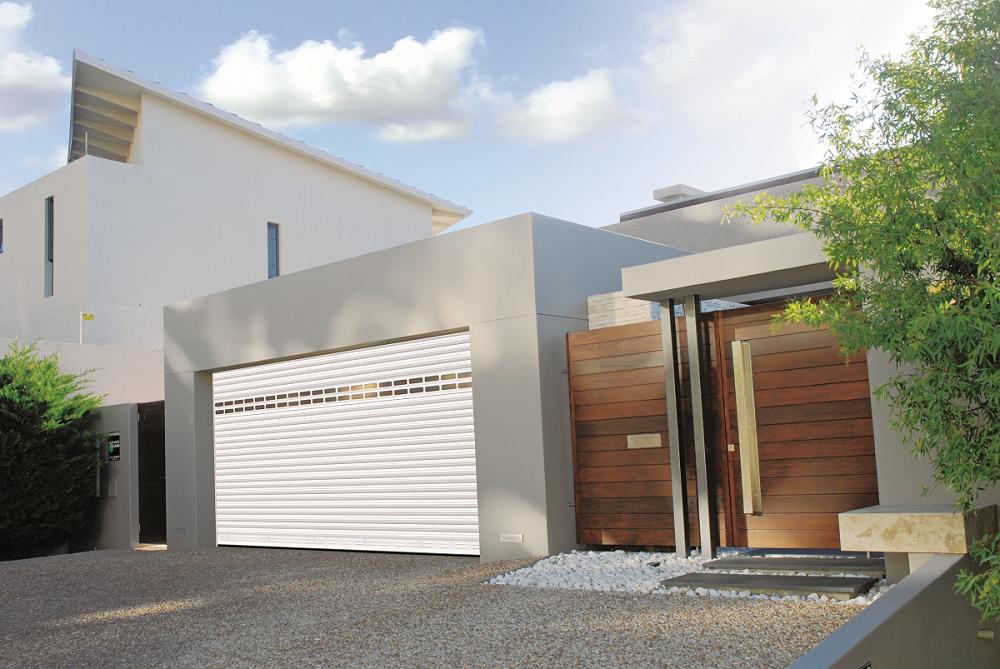 Porte de garage installée par l'extérieur